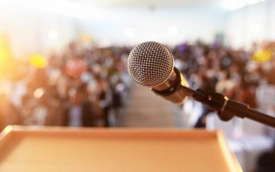 """E bine să spui """"am emoții"""" atunci când vorbești în public? 3 sfaturi practice ca să îți controlezi tracul"""